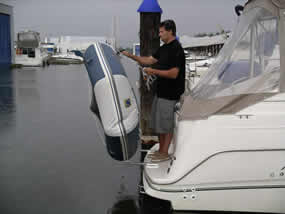 Pivoting dinghy davit system