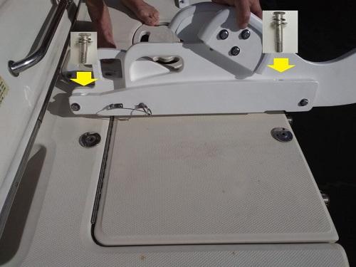 Tilting pull-on davit system